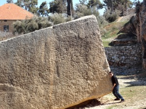 Stacker lifts megalith