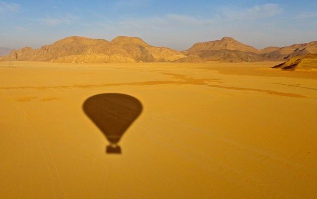 Ballooning over Wadi Rum